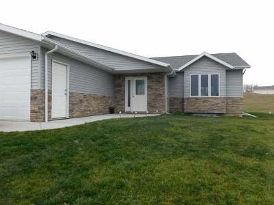 Bismarck Single Family Home For Sale: 8700 Harvest Hills Dr