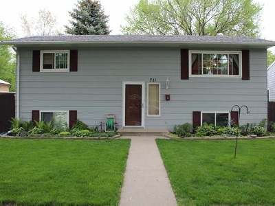 Bismarck Single Family Home For Sale: 711 1st St N