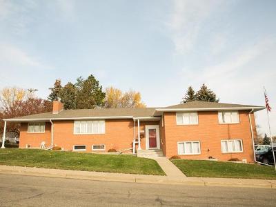 Mandan Single Family Home For Sale: 800 Custer Dr