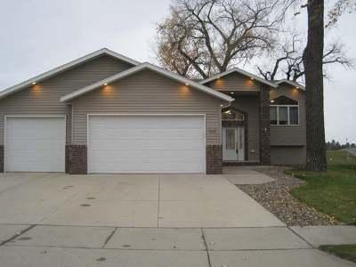 Mandan Single Family Home For Sale: 3401 Bay Shore Bend SE