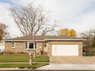 Bismarck Single Family Home For Sale: 412 Meadow La