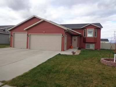 Mandan Single Family Home For Sale: 1212 Shires Dr SE