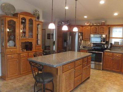New Salem Single Family Home For Sale: 105 E Cedar Ave