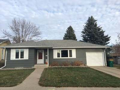 Bismarck Single Family Home For Sale: 1411 17th St N