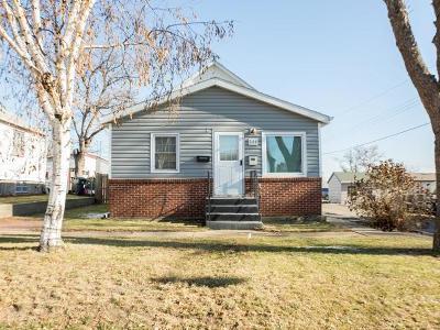 Mandan Single Family Home For Sale: 204 10th Ave NE