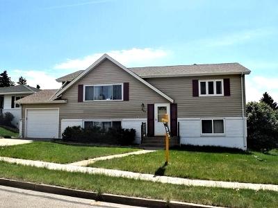 Bismarck Single Family Home For Sale: 827 Central Av W