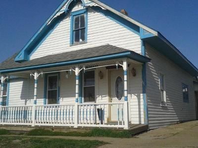 New Salem Single Family Home For Sale: 111 4th St N
