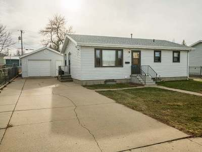 Mandan Single Family Home For Sale: 205 12 St NW