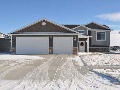 Bismarck Single Family Home For Sale: 5303 Onyx Dr