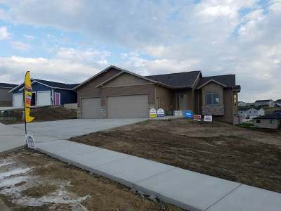Mandan Single Family Home For Sale: 1616 Plains Bend SE