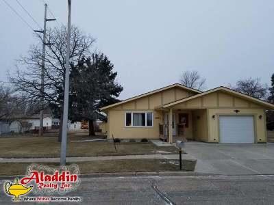 Mandan Single Family Home For Sale: 1703 1/2 2nd St NE
