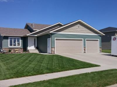 Bismarck Single Family Home For Sale: 5108 Autumblaze Wy