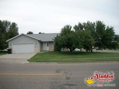 Bismarck Single Family Home For Sale: 222 Calgary Av E
