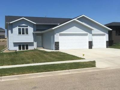 Mandan Single Family Home For Sale: 408 Fields Ct