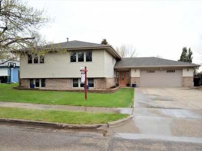 Bismarck Single Family Home For Sale: 2212 Grant Dr