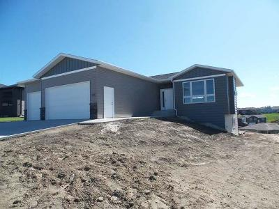 Mandan Single Family Home For Sale: 1608 Plains Bend SE