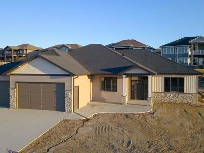 Bismarck Single Family Home For Sale: 3805 Powder Ridge Dr