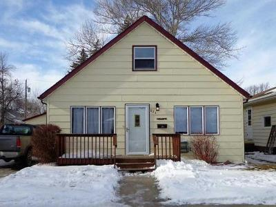 Bismarck Single Family Home For Sale: 822 17th St N
