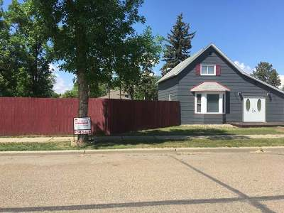 Hazen Single Family Home For Sale: 306 3rd St NE