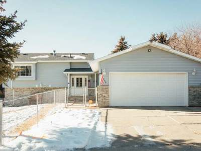 Bismarck Single Family Home For Sale: 1906 Constitution Dr