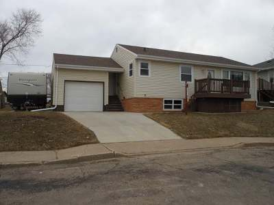 Mandan Single Family Home For Sale: 110 9th St NW