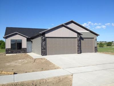 Mandan Single Family Home For Sale: 2121 34th Ave SE