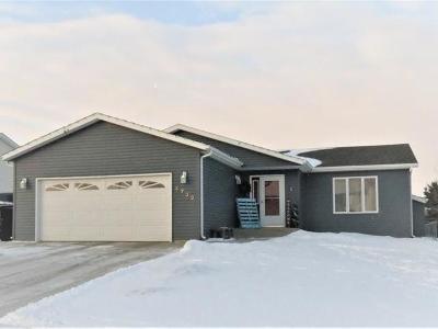 Bismarck Single Family Home For Sale: 4732 Fairfax Lp