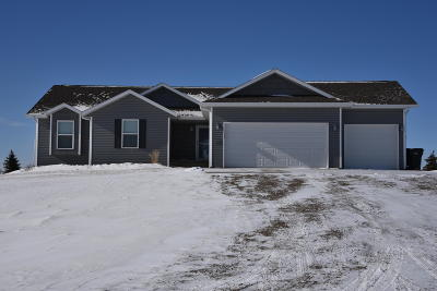 Bismarck Single Family Home For Sale: 7318 Country Hills Dr