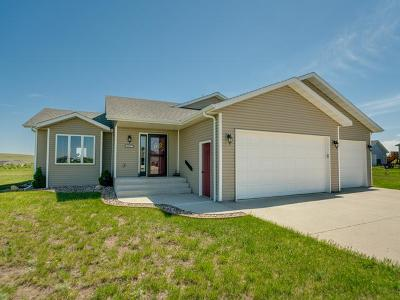 Bismarck Single Family Home For Sale: 6621 Trademark Dr