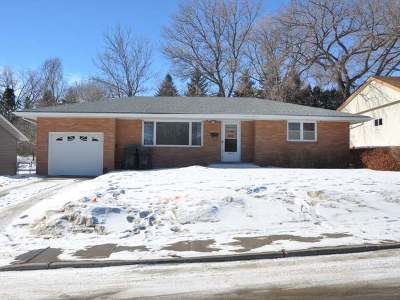 Mandan Single Family Home For Sale: 1505 Sunset Dr NW