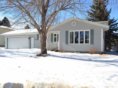 Bismarck Single Family Home For Sale: 1824 20th St N