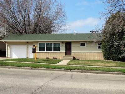 Bismarck Single Family Home For Sale: 414 Interstate Av W