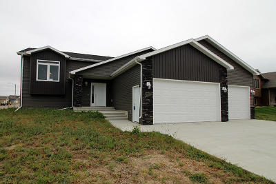Bismarck ND Single Family Home For Sale: $349,990