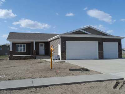 Bismarck ND Single Family Home For Sale: $344,900
