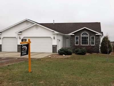 Bismarck Single Family Home For Sale: 7455 Brook Loop