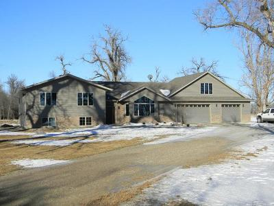 Mandan Single Family Home For Sale: 3252 22nd Ave