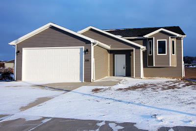 Mandan Single Family Home For Sale: 1304 Plains Bend SE