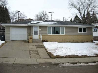 Mandan Single Family Home For Sale: 400 10th Ave