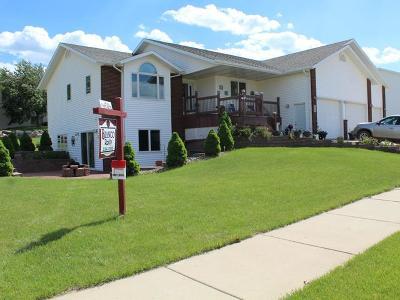 Mandan Single Family Home For Sale: 817 23rd St SE