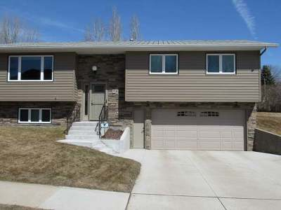 Mandan Single Family Home For Sale: 716 Lohstreter Rd NW