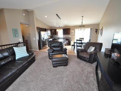 Bismarck Single Family Home For Sale: 525 Slate Dr