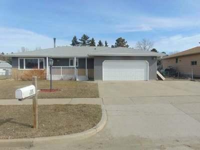 Bismarck Single Family Home For Sale: 120 Interstate Av E