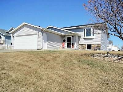 Bismarck ND Single Family Home For Sale: $291,900