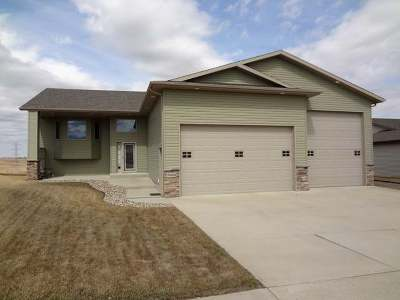Bismarck Single Family Home For Sale: 2424 Pointe Lp