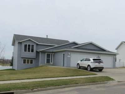 Bismarck Single Family Home For Sale: 931 Lambton Av