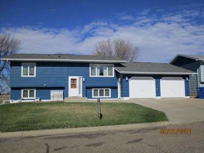 Beulah ND Single Family Home For Sale: $185,000