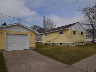 Bismarck ND Single Family Home For Sale: $199,000