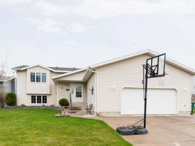 Bismarck Single Family Home For Sale: 2012 23 St N
