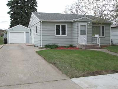 Bismarck Single Family Home For Sale: 1421 13th St N