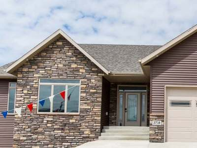 Bismarck Single Family Home For Sale: 3718 High Creek Rd